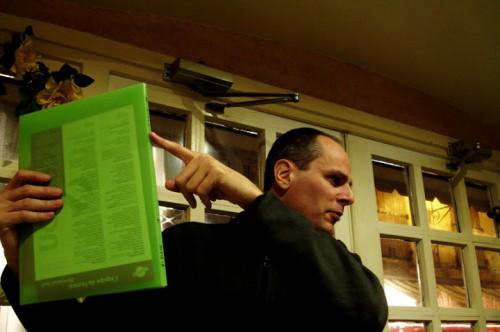 Paw Mathiasen skoler rosset i boghåndværk, Angoulême 2007 (forstør for yderligere indsigt)